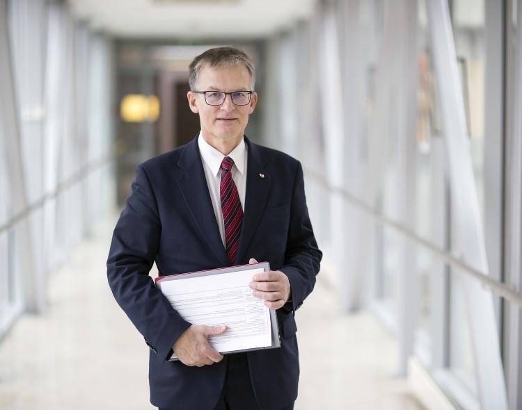 Socialdemokratas Julius Sabatauskas siūlo Pilietybės įstatymo pataisą