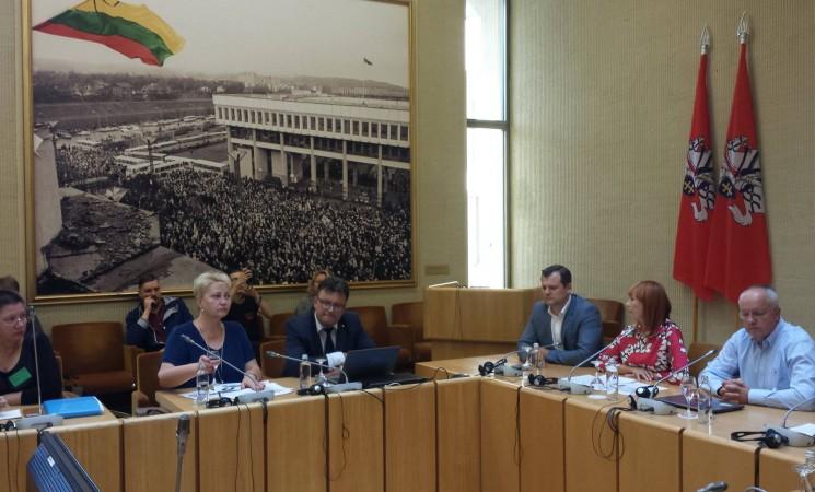 G.Paluckas: klausimus Švietimo ir mokslo ministrei teks kartoti po pirmųjų mokytojų algalapių