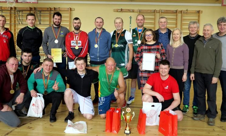 Krepšinio komandos kovojo dėl Vilniaus socialdemokratų taurės