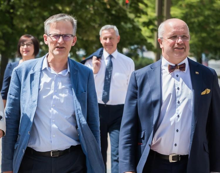 Seimo komitetas, nepaisydamas Vyriausybės, pritaria pradinukų priežiūrai per karantiną