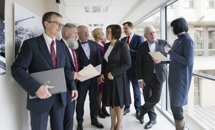 Opozicija apie vyriausybės planus dėl mokesčių nemokėjimo – tai gali nustumti į dar didesnį šešėlį