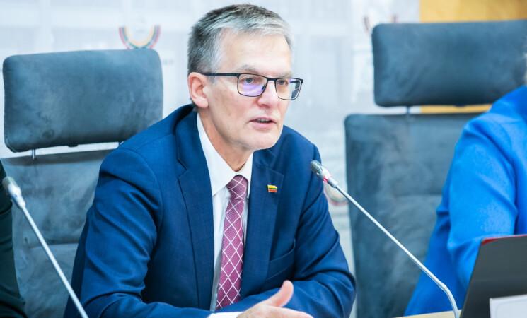 Seimo vicepirmininkas Julius Sabatauskas kreipėsi į Vyriausybę, ragindamas kuo greičiau atstatyti medicininių paslaugų teikimą visa apimtimi