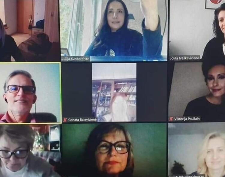Moterų klubo diskusijos persikėlė į virtualią erdvę