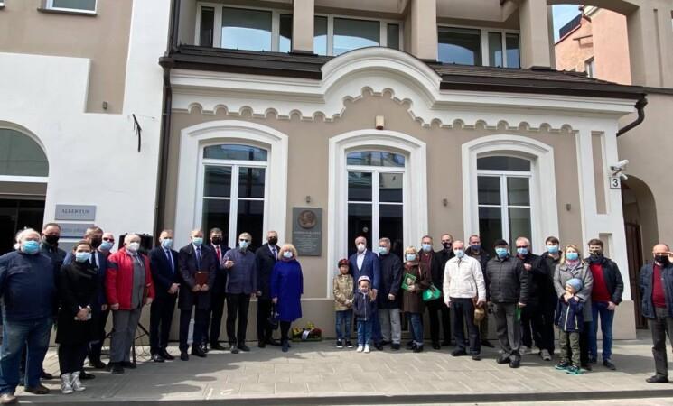 Vilniuje atidengta atminimo lenta socialdemokratui, Nepriklausomybės Akto signatarui Steponui Kairiui